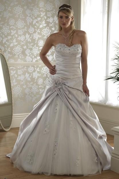 steglös bröllopsklänningar A-line Satäng med applikationer på nätet