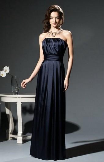 Maid of honor klänning åtsmitande rynkad axelbandslös svart satin lång marken