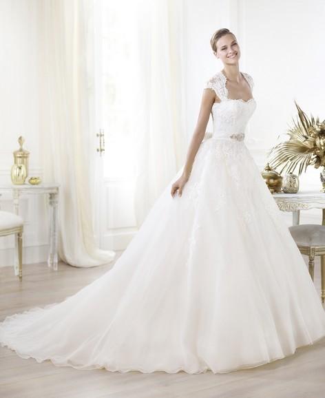 Bröllopsklänningar. Våren 2014. Tulle brudklänning med spets